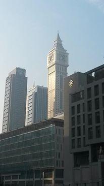 El Big Ben de Dubai. Son mundialmente conocidos por su originalidad...